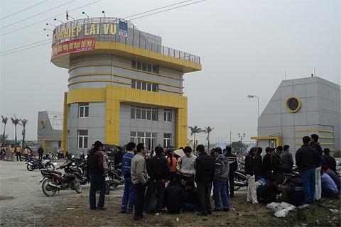 Trước cổng khu công nghiệp Lai Vu, Hải Dương. Ảnh: Báo mới