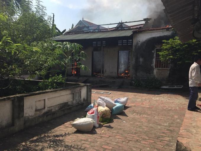 Căn nhà bị nam thanh niên đốt cháy.