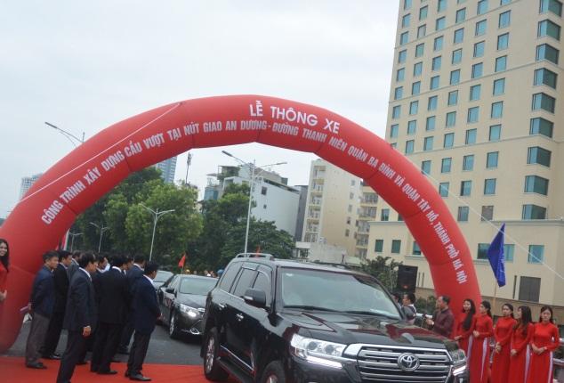Sáng nay (11/10), công trình cầu vượt nút giao An Dương - đường Thanh Niên đã chính thức thông xe.