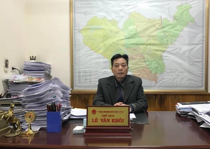 Ông Lê Văn Khôi – Chủ tịch UBND TP Sông Công làm việc với Phóng viên.