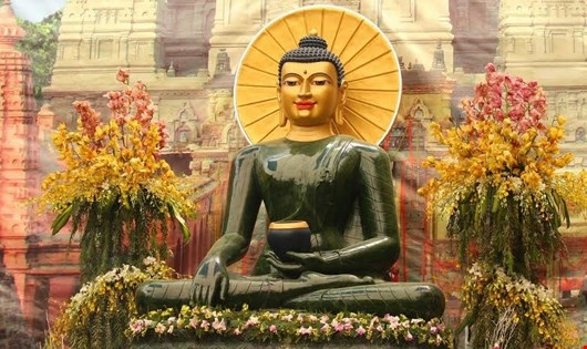 Phật Ngọc được chế tác từ khối đá ngọc thạch 18 tấn.