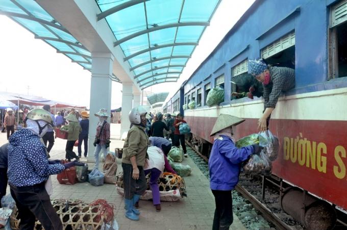 Nhà ga nghìn tỷ đồng chỉ để đón 1 chuyến tàu chợ mỗi ngày.