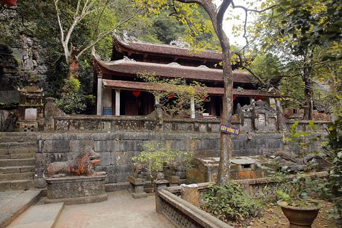 Kết quả hình ảnh cho Chùa Bích Động ngôi chùa trong hang