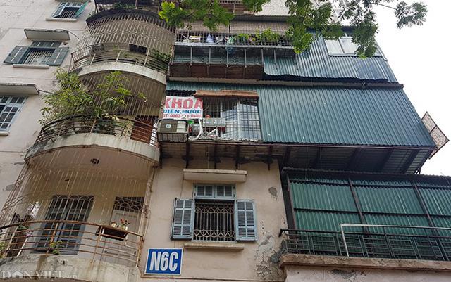 Nằm liền kề đó là tòa nhà tái định cư N6C (Q.Cầu Giấy, Hà Nội) cũng chung tình trạng.