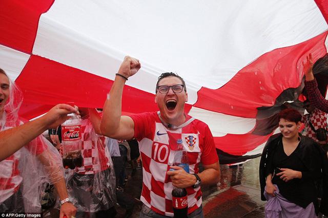 Giấc mơ vô địch World Cup khiến người hâm mộ Croatia tại quê nhà đầy hưng phấn