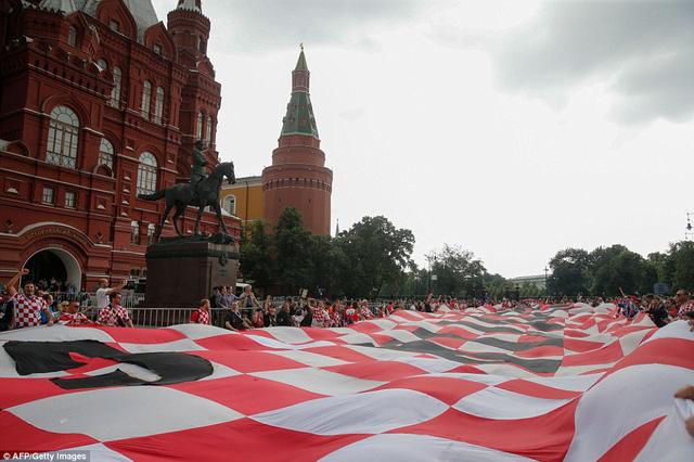 Lá cờ Croatia được xếp ra bên ngoài sân Luzhniki