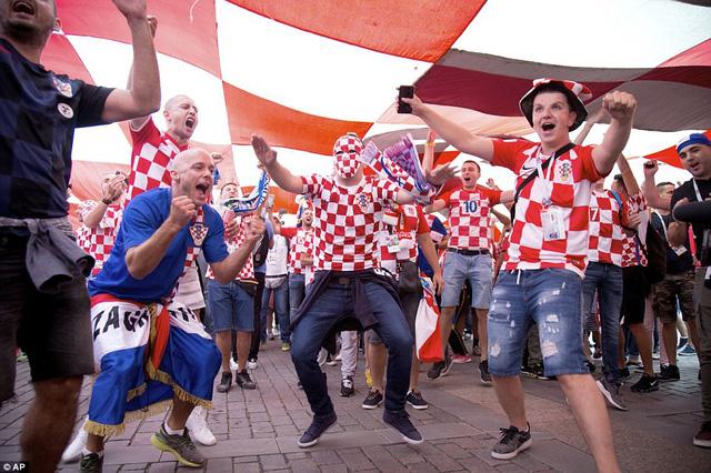 Người Croatia mở hội sau tấm vé vào chơi chung kết World Cup 2018