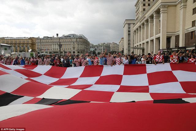 Người Croatia mở tiệc ăn mừng chiến thắng lịch sử