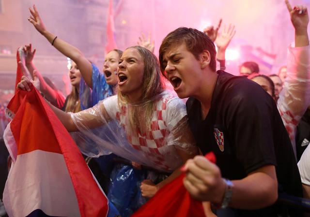 Người dân Croatia ở quê nhà đổ ra đường ăn mừng