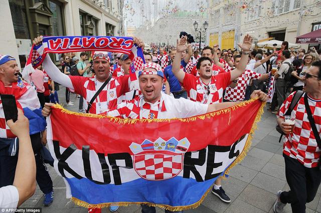 Tại quê nhà Zagreb, người Croatia đổ ra đường ăn mừng