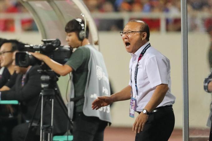 Ông Park luôn thể hiện nhiều cảm xúc trong suốt trận đấu.