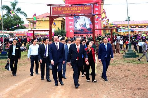 Phó Thủ tướng Trương Hòa Bình và nguyên Phó Chủ tịch nước Nguyễn Thị Doan tham dự Lễ hội Tịch điền (Ảnh: VGP/Lê Sơn)