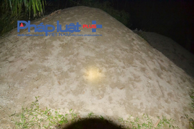 Một điểm tập kết cát tại thôn Chúa, xã Quang Minh. (ảnh: P. G. H).
