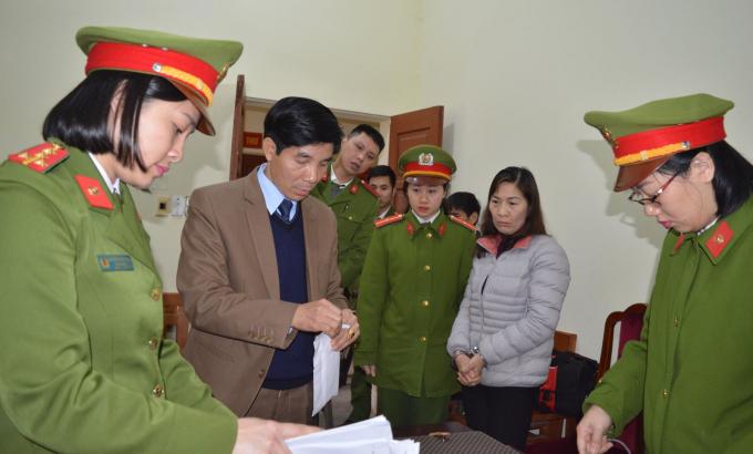 Cơ quan điều tra khám xét nơi ở của bà Kiêm. (ảnh: Công an tỉnh Hà Giang).