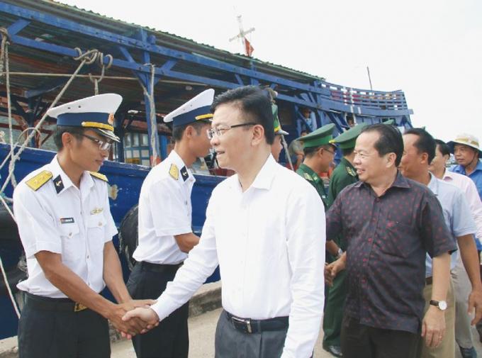 Bộ trưởng Lê Thành Long thăm lực lượng vũ trang trên địa bàn xã Thổ Châu, huyện đảo Phú Quốc, tỉnh Kiên Giang