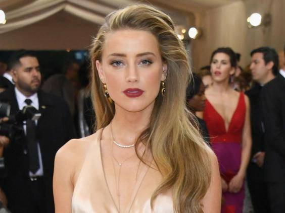"""Hiện giờ, Amber Heard là nữ nghệ sĩ mới nhất nằm trong danh sách những """"người cũ"""" của tỷ phú Elon Musk."""