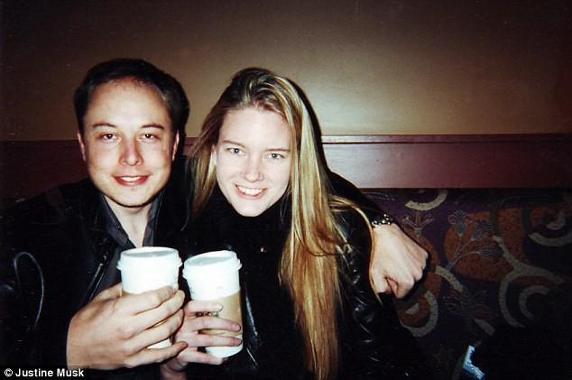 Elon và Justine trong những ngày tháng yêu nhau hồi năm 2000.