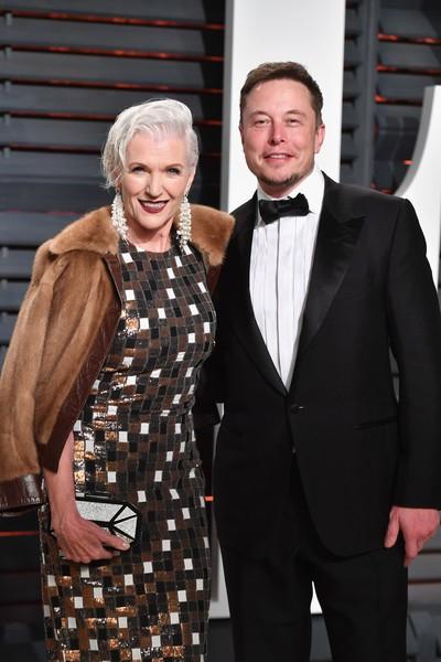 Elon Musk bên mẹ - người mẫu kỳ cựu Maye Musk (69 tuổi).