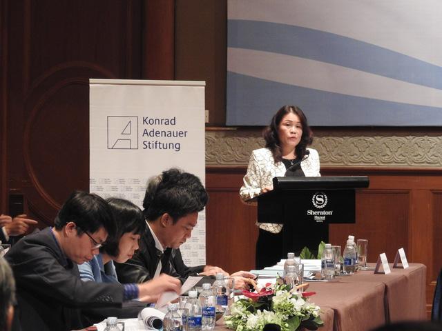 Đại diện Bộ GD&ĐT trình bày Dự thảo Luật Giáo dục.