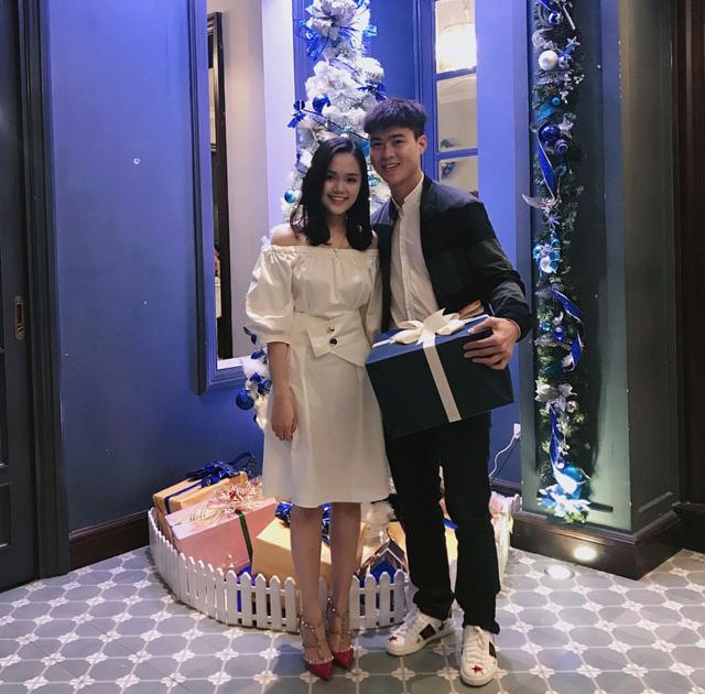 Duy Mạnh và Quỳnh Anh được nhận xét là đôi trai tài gái sắc.