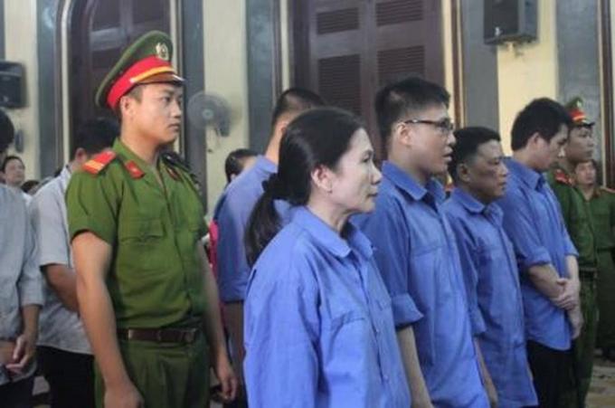 Bà Oanh và các đồng phạm tại phiên sơ thẩm.