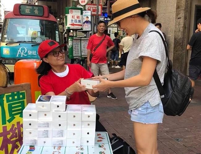 Những chiếc iPhone XS Max đầu tiên về Việt Nam được chào giá cao nhất tới 69 triệu cho phiên bản 256 GB, tuy nhiên giá máy sẽ sớm ổn định hơn trong thời gian tới./.