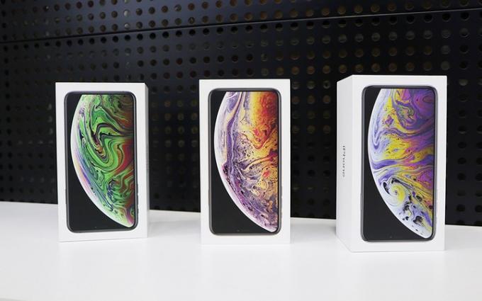 Trong buổi sáng nay (21/9), nhiều cửa hàng ở Việt Nam đã thông báo có iPhone XS và XS Max với giá cả chênh lệch nhau hàng chục triệu đồng. (Ảnh: VnExpress).