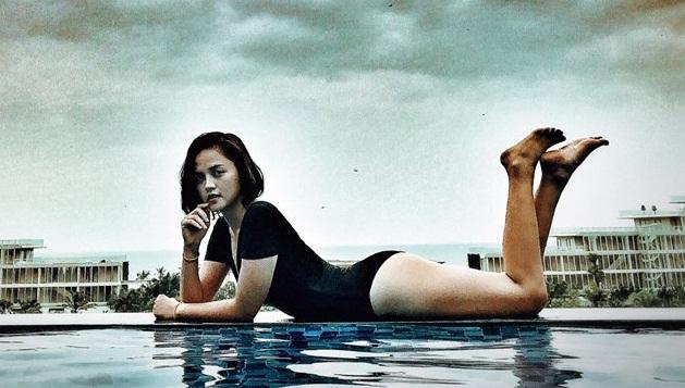 Cô tự tin diện những bộ bikini nóng bỏng khoe thân hình quyến rũ.