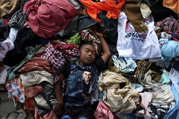 Một em bé tại trung tâm dành cho người mất nhà cửa sau thiên tai ở thành phố Palu.