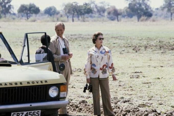 Nữ hoàng chỉ chọn diện quần thay vì váy thường là vào những khoảng thời gian riêng tư như chơi thể thao, đi du lịch,...