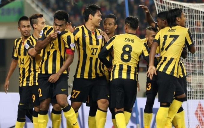 ĐTQG Malaysia tạm thời giành ngôi đầu bảng A sau khi thắng ĐTQG Lào với tỷ số 3-1.