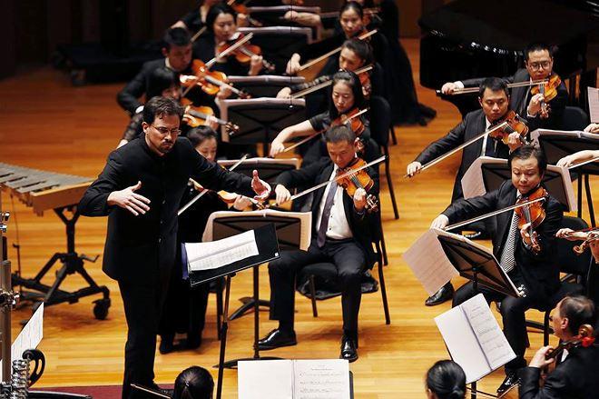 Nhạc trưởng Olivier Ochanine 2 - Dàn nhạc giao hưởng Sun Symphony Orchestra