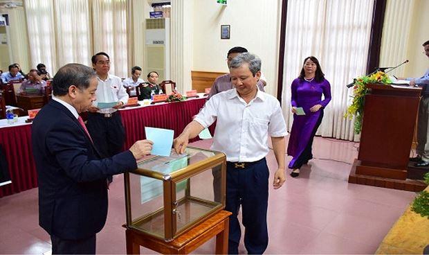 Bí thư Tỉnh ủy Lê Trường Lưu có số phiếu tín nhiệm cao nhất với 52/52 phiếu.