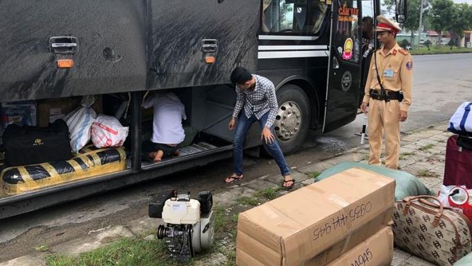 Lực lượng QLTT phối hợp với CSGT Công an TP. Đà Nẵng phát hiện, ngăn chặn nhiều vụ hàng lậu theo xe khách tuồn vào Đà Nẵng