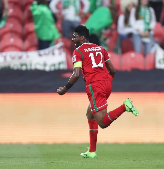 Thủ quân Ahmed Al Mahaijri ăn mừng bàn thắng mở tỷ số đẹp mắt cho Oman