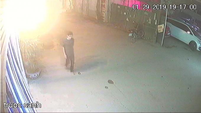 Công bố loạt hình ảnh và tang vật về nghi phạm giết tài xế ở cổng SVĐ Mỹ Đình