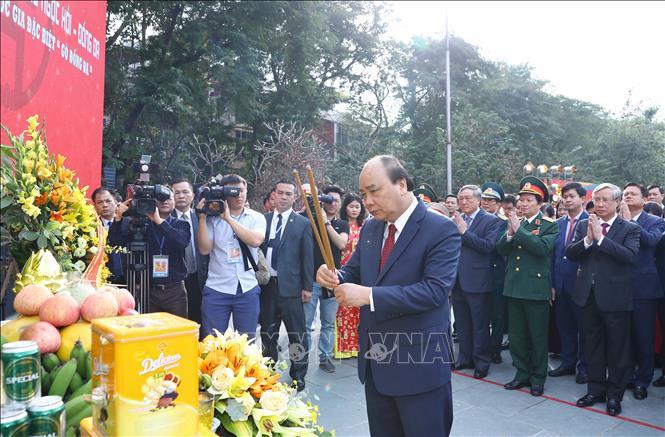 Thủ tướng Nguyễn Xuân Phúc dâng hương tại Lễ kỷ niệm.