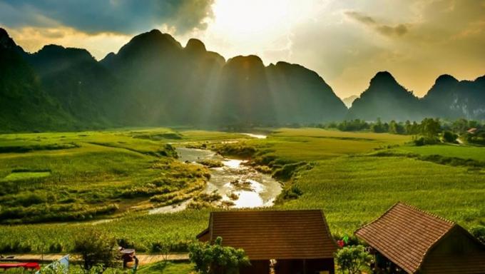 Phong cảnh như tranh vẽ của khu vực hệ thống hang động Tú Làn