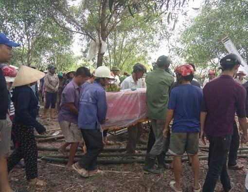 - 151951 7 1652 - NÓNG: Tìm thấy dao gần thi thể bé trai mất tích tại Quảng Bình