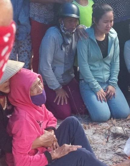 - 151953 16 1652 - NÓNG: Tìm thấy dao gần thi thể bé trai mất tích tại Quảng Bình