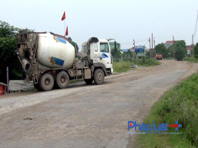 """Yên Phong (Bắc Ninh): Chính quyền """"bất lực"""" trước những trạm trộn bê tông không phép?"""