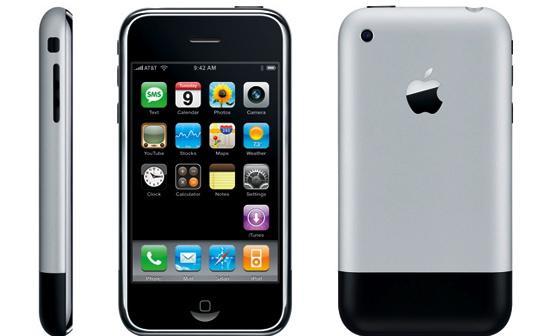 iPhone đời đầu lần đầu tiên lên kệ thị trường Mỹ vào ngày 29/6/2007 với mức giá lần lượt là 499 USD và 599 USD cho phiên bản 4GB bộ nhớ trong và 8GB bộ nhớ trong. Một thời gian ngắn sau đó, máy cũng được đưa về thị trường trong nước với giá lần lượt là 1.100 USD và 1.300 USD (tương đương khoảng 18 triệu đồng và 21 triệu đồng, theo tỷ giá đầu tháng 7 năm 2007) cho hai phiên bản bộ nhớ trong tương tự.