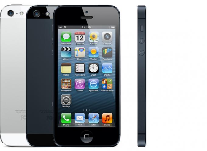 iPhone 5 được mang về Việt Nam khá sớm sau khi được mở bán tại một số nước lân cận trong khu vực vào cuối tháng 9. Những chiếc máy đều tiên được chào bán tại Việt Nam có giá từ 23 triệu trở lên cho tới 27 triệu, tùy phiên bản bộ nhớ trong. Giá bán này cao hơn gấp rưỡi mức giá đề xuất của Apple.