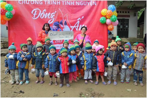 Đông ấm đến với các em nhỏ của trường Tiểu Học Lượng Minh.