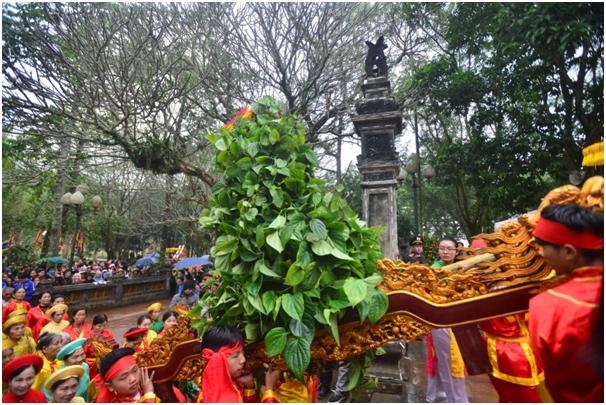 Trầu cau cũng được di chuyển vào hậu cung đền Thượng sau nghi lễ cung tiến. Như vậy năm nay, tục cướp giò hoa tre đã không diễn ra như mọi năm.