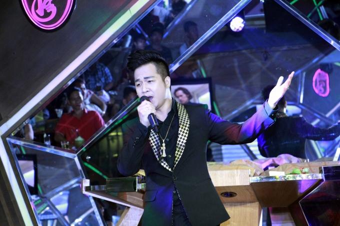 """Ca sĩ Quách Tuấn Duchia sẻ: """"Tôi rất vinh dự khi được ca sĩ Trang Anh Thơ mời tham gia chương trình thiện nguyện này. Chương trình không chỉ mang giá trị văn hóa cao, mà mang đến sự nhẹ nhàng, ấm cúng, đậm chất nhân văn, tình người""""."""
