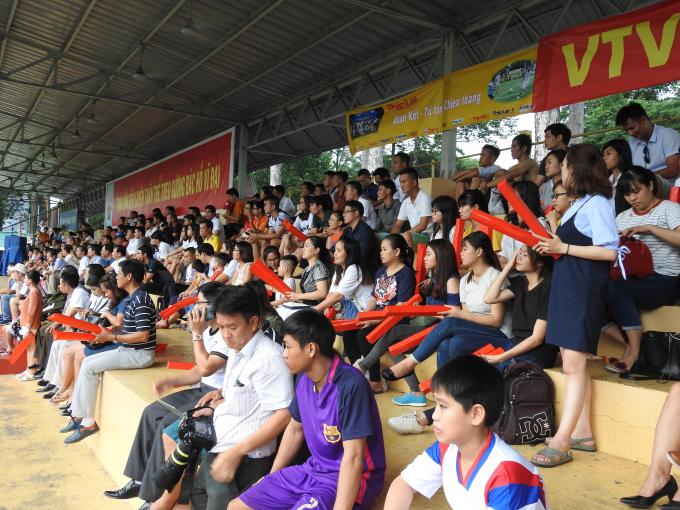 Rất đông cổ động viên đã có mặt trên trân Tao Đàn để cỗ vũ cho trận Chung kết.