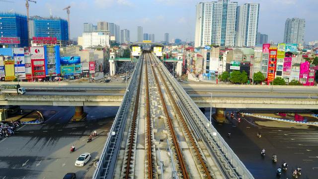 Tầng trên cùng là đường sắt đô thị Cát Linh - Hà Đông đang ở giai đoạn hoàn thiện cuối cùng.