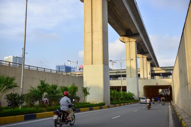 Tầng dưới cùng là hầm chui Thanh Xuân, đi vào hoạt động từ năm 2016. Hầm chui giúp giải quyết điểm thắt giao thông trên đường Nguyễn Trãi - cửa ngõ vào trung tâm ở phía Tây Nam Hà Nội, nơi có số phương tiện lưu thông đặc biệt lớn.
