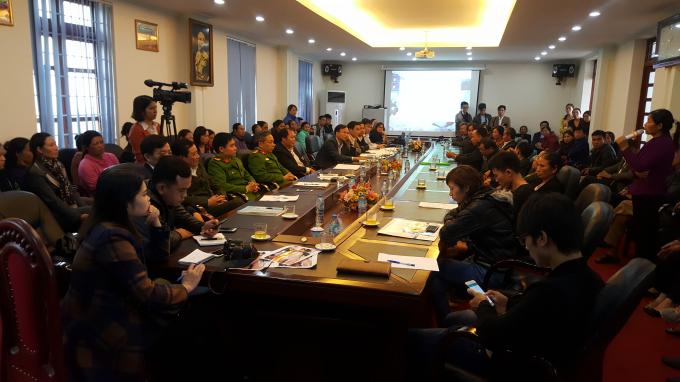Buổi họp có sự góp mặt đông đủ của chính quyền, cơ quan chức năng, nhà trường và gia đình cháu bé.